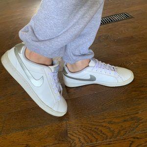Nike Court Majestic